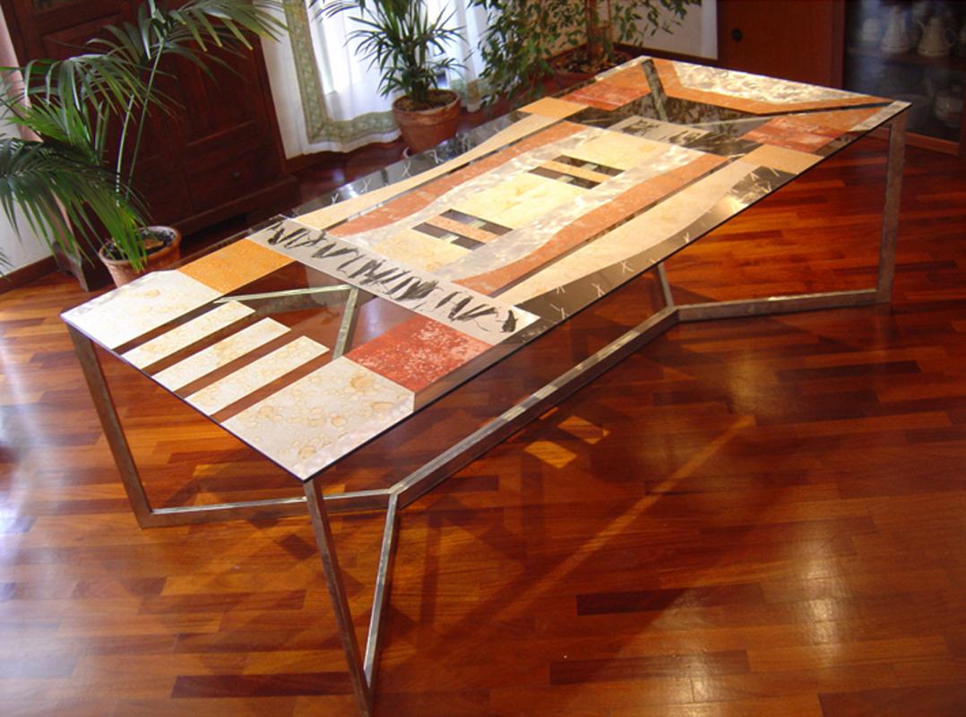 Tavolo decorato a mano su metallo e vetro