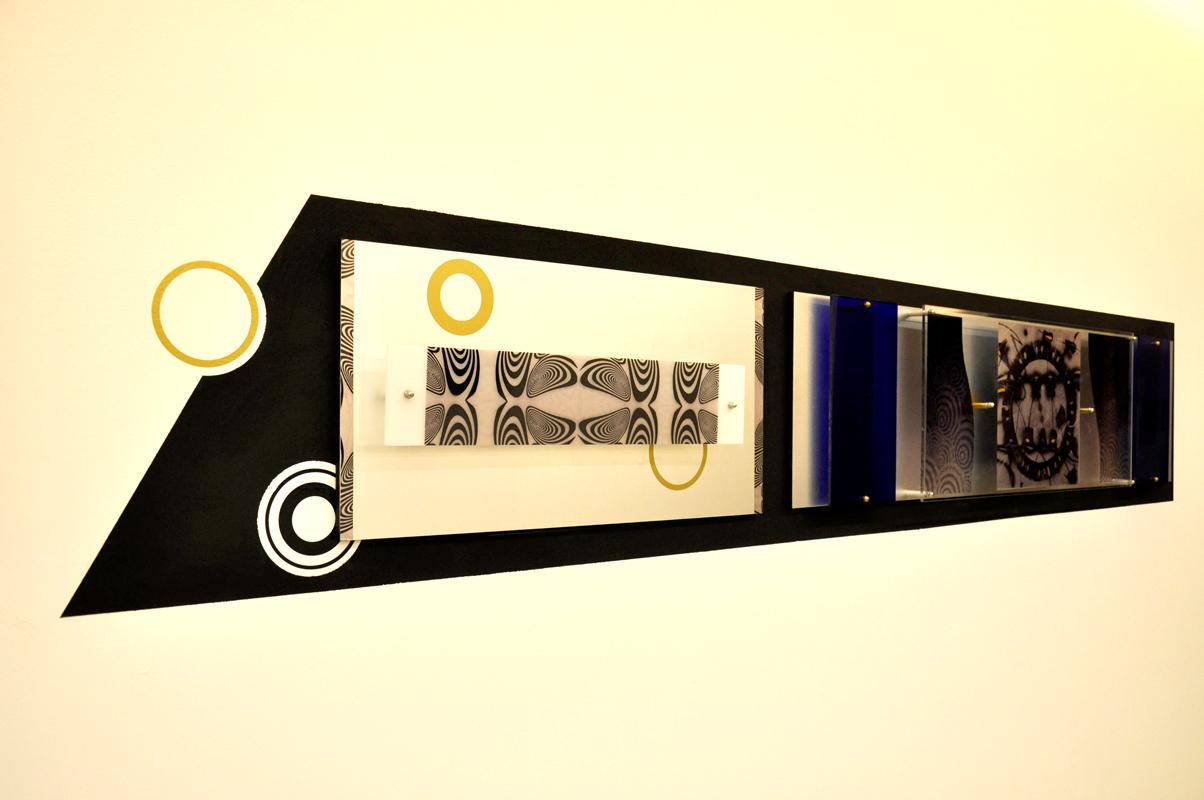 decorazione in plexiglas e metallo a muro