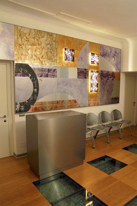 decorazione a muro in plexiglas e metallo