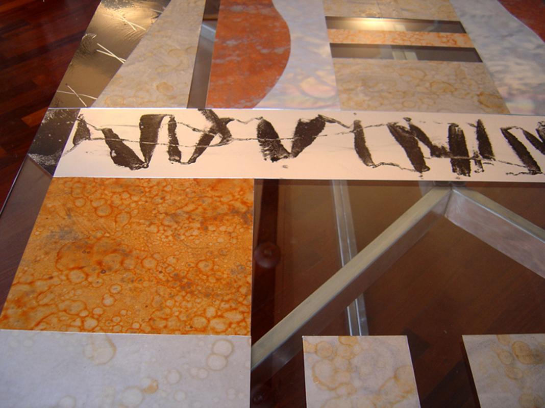 Tavoli in vetro doppio e metallo inserito tra i due vetri